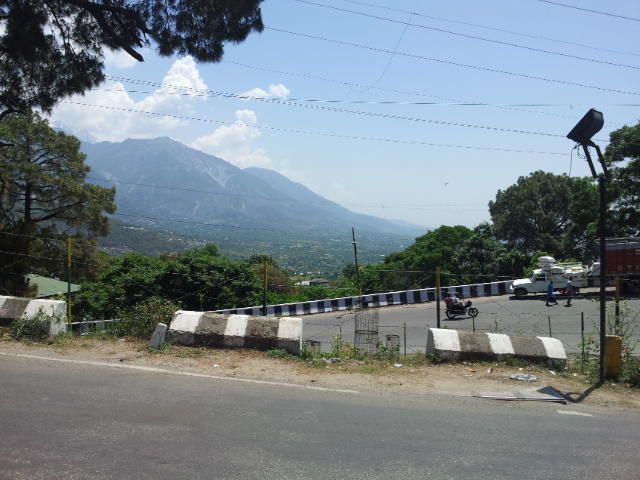 Leaving Dharamshala, one of many switchbacks lifting ever upwards towards McLeod Ganj.
