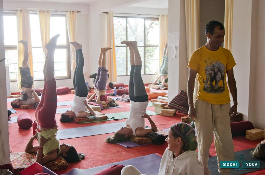 Iyengar Yoga with the fabulously straight to the point Hari.