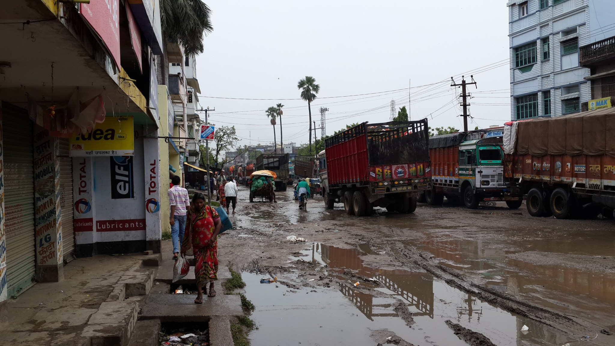 The disgusting Streets of Raxhaul.