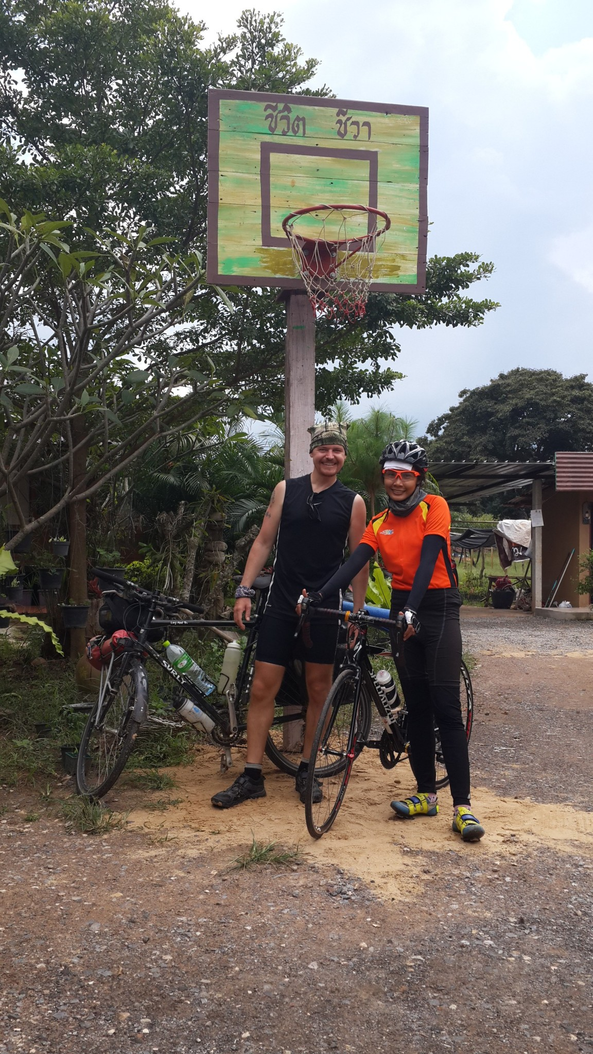 I managed to catch Oh and invited her for lunch. Oh was cycling 150 km to visit her sister, staying the night, then cycling 150 km home. Good work Oh!
